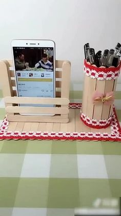 Diy Crafts For Adults, Diy Home Crafts, Easy Diy Crafts, Easy Crafts, Craft Stick Projects, Diy Popsicle Stick Crafts, Diy With Popsicle Sticks, Pop Stick Craft, Popsicle Stick Houses
