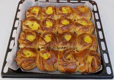 Trandafirasi cu branza dulce si stafide - Bunătăți din bucătăria Gicuței Food Art, Feta, Sweet Tooth, French Toast, Mango, Breakfast, Desserts, Sugar, Kitchens