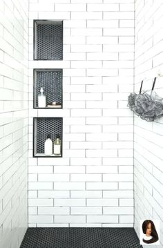 Inspirational Walk in Shower Tile Ideen für ein freudiges Duschen . Inspirational Walk in Shower Tile Ideen für ein freudiges Duschen . - Bathroom interior design inspiration Shampoo niche and shower seat in the master bathroom Bathroom Tile Designs, Bathroom Colors, Bathroom Ideas, Budget Bathroom, Bath Ideas, Bathroom Updates, Bathroom Photos, Bathroom Stuff, Glass Bathroom