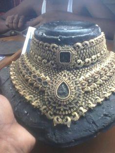 Diamond Choker Necklace, Diamond Jewelry, Gemstone Jewelry, Gold Jewellery, Necklace Set, Traditional Indian Jewellery, Indian Jewelry, Diamond Studs, Necklace Designs