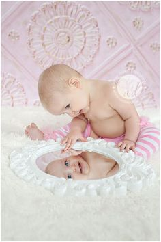 Bildideen - Baby - First Year Picture Ideas - Photo Bb, Kind Photo, Children Photography, Photography Poses, Newborn Photography, Baby Mirror Photography, Photography Music, Photography Magazine, Cute Kids