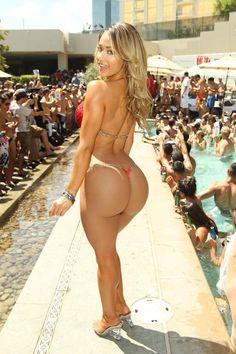 huge sexy ass, big booty, enormous bubble butt, seductive, tease