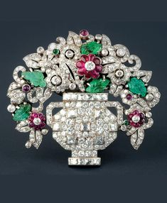 Vintage Jewelry Art An Art Deco platinum, white gold, diamond, emerald and ruby brooch designed as a vase of flowers. Bijoux Art Nouveau, Art Nouveau Jewelry, Jewelry Art, Gold Jewelry, Jewelry Rings, Victorian Jewelry, Antique Jewelry, Vintage Jewelry, Sea Glass Jewelry