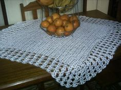 Toalha de mesa quadrada de crochê – Certas tarefas artesanais, ocultas pela exploração do exercício