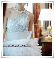 One-shoulder Organza Ruffled Rhinestone Wedding Dress