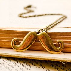 Moustache Necklace... I NEED THIS!!! :€)