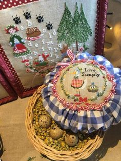 Ribbon Embroidery, Cross Stitch Embroidery, Xmas, Christmas Tree, Needlework, Lily, Holiday Decor, Embroidery Stitches, Dressmaking