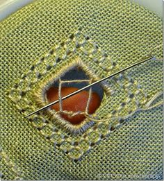THE SEW THERAPY: PUNTO ANTICO - TUTORIAL 1 Boro Stitching, Drawn Thread, Flower Embroidery Designs, Cut Work, Sewing Studio, Bargello, Cross Stitch Embroidery, Embellishments, Diy And Crafts