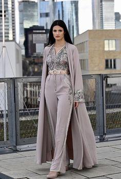 Hijab Fashion 363806476147970743 - Romeo haute couture Source by sestsuka Abaya Fashion, Muslim Fashion, Modest Fashion, Couture Fashion, Indian Fashion, Fashion Dresses, Moroccan Kaftan Dress, Caftan Dress, Mode Abaya