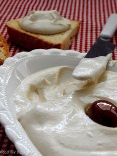 Food for thought: Ταραμοσαλάτα με λευκό ταραμά