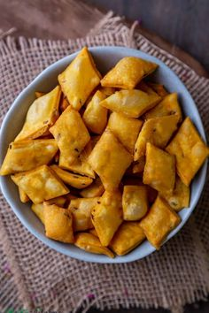 Spicy shankarpali also known as tikhat shankarpali in Marathi and namapara (namarpare) in Hindi are diamond-shaped, savory Indian snacks made from flour and basic spices. #diwalisnacks #diwali #snacks #vegan #Indiansnacks Vegan Indian Recipes, Vegan Recipes, Snack Recipes, Snacks Dishes, Savory Snacks, Diwali Snacks, Indian Diet, Vegetarian Chili, Fusion Food