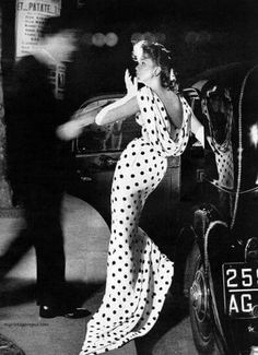 Suzy Parker photo by Richard Avedon vintage fashion style designer polka dot dress gown long low back photo print ad model magazine Glamour Vintage, Vintage Beauty, Moda Vintage, Vintage Mode, 1950s Style, Vintage Outfits, Vintage Dresses, Suzy Parker, Look Retro
