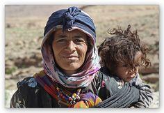 Marokko - Berber Oma und ihr Enkel
