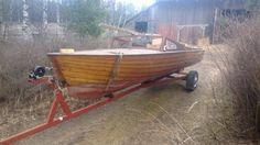 60-luvun alun puinen tuulilasivene, valmistettu Turussa, pohjan alimmaisten kylkilautojen uusimista, alkuperäiskuntoinen, ilman traileria, pituus 5,5m, leveys 1,7m.