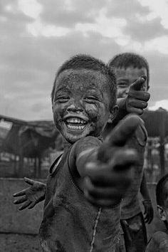 Tem gente que eu gosto de graça, que eu torço sem cessar, que eu não me canso em ver sorrindo. Por aqui não tem essa coisa de inveja, eu gosto e amo muito ver a felicidade estampada no rosto de quem é de verdade e de fato merecedor de todas as bençãos acumuladas no mundo. ___________________ Vitor Ávila
