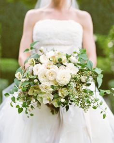 Max Gill Design designed this lovely-but-simple spread of garden roses, hellebores, and assorted greenery.