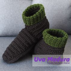 El PASO a PASO de estas lindas pantuflas en bota lo encontrarás en nuestro canal de youtube    #Pantuflas #Slippers #CrochetPantuflas #CrochetSlippers #PantuflasCrochet #PantuflasGanchillo #PantuflasTejidas #Crochet #Ganchillo #Hechoconamor #Crochemoderno #Handknitting #Ganchillera #Crochetersofinsta #Technicolourcrafters #Ganchilleando #Yarntherapy #Clevercrafters #Yarnobsessed #Tejedora #Crochetastherapy #Scheepjes #Ganchillocreativo #Excerpts #Tejermola #Crochelove #Hakeln #Crochelovers… Fingerless Gloves, Arm Warmers, Lana, Hand Knitting, Tumblr, Handmade, Slipper, Zapatos, Chrochet