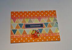 DIY oranje bolletjes kaartje met driehoekprintje,labeltje en boeketje bloemetjes