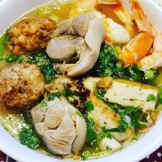 Vietnamese Thick Noodle Soup, or Banh Canh. Mom cooking 😋😋😋 #vietnamese #noodle #soup #banhcanh #pork #bone #fish #cake #sause #vietnameseham #chalua #udan #noodle #mommy #cooking #bemaifoodie
