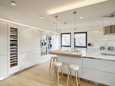 Penthouse modern kitchens of honeyandspice interior design .- Penthouse: modern kitchen by HONEYandSPICE interior design + design - Modern Kitchen Design, Interior Design Kitchen, Modern Interior Design, Modern Interiors, New Kitchen, Kitchen Decor, Sweet Home, Cuisines Design, Home Deco