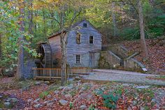 Rice Grist Mill was originally built along Lost Creek in TVA purchased… Norris Lake Tennessee, East Tennessee, Places To See, Places Ive Been, Old Grist Mill, Old Abandoned Buildings, Water Wheels, Water Powers, Water Mill
