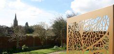 gold-leaf-garden-screen-in-uk-garden