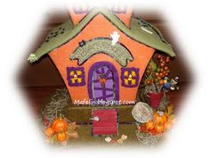 This is a haunted house, made of cardboard and lined with felt and is ready for scare everyone on halloween. but of tenderness! Halloween, Gingerbread, Felt, House, Christmas Ornaments, Holiday Decor, Fabric, Room, Home Decor