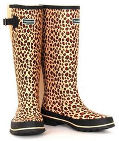 everyone has to have a pair of patterned rainboots!!