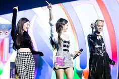 Jennie's photos at SBS Inkigayo with Irene (Red Velvet) & Mino (Winner) Red Velvet Irene, Black Velvet, K Pop, South Korean Girls, Korean Girl Groups, Jennie Blackpink, Kpop Girls, Sequin Skirt, Fans