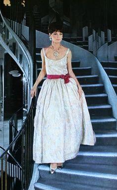 Evening dress by Chanel, Jours de France August 1964