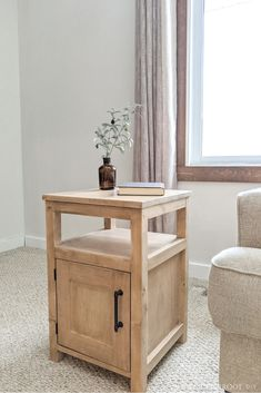 Build this DIY End Table with free plans and tutorial from Bitterroot DIY. This would also make a great DIY Nightstand! Build this DIY End Table with free plans and tutorial from Bitterroot DIY. This would also make a great DIY Nightstand! Diy Furniture Table, Shaker Furniture, Diy Furniture Plans Wood Projects, Woodworking Projects Diy, Furniture Design, Woodworking Videos, Furniture Storage, Garden Furniture, Diy End Tables