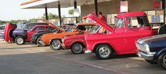 #classic #car Gas Service, Old Classic Cars, Love Car, Birdhouses, Car Photos, Old Cars, Barns, Cars Motorcycles, Vintage Cars
