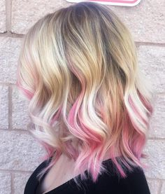 40 Ideas of Pink Highlights for Major Inspiration blonde lob with pastel pink highlights Blonde Hair With Pink Highlights, Rosa Highlights, Pink Hair Streaks, Pink Blonde Hair, Pastel Pink Hair, Blonde With Pink, Hair Color Pink, Ombre Hair, Blonde Lob
