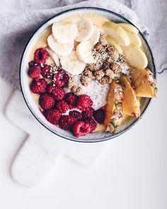 overnight oats with mango banana smoothie & fruits / @tuuliatalvio