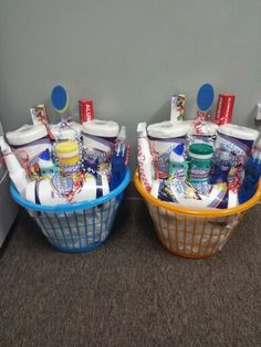 College freshman gift basket College Gift Baskets, Housewarming Gift Baskets, Diy Gift Baskets, Raffle Baskets, College Gifts, Christmas Gift Baskets, Basket Gift, Housewarming Party, Christmas Crafts
