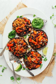 Vegan Quinoa and Vegetable Stuffed Portobello Mushrooms - 30 Delicious Things To Eat In September Portobello Rellenos, Vegetable Quinoa, Vegetarian Recipes, Healthy Recipes, Fast Recipes, Healthy Food, Baker Recipes, Stuffed Mushrooms, Stuffed Peppers