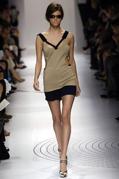 See the complete Miu Miu Spring 2006 Ready-to-Wear collection.