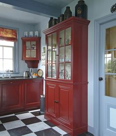 Red Kitchen Cabinets, Dad's Kitchen, Kitchen Dresser, Kitchen Interior, Kitchen Decor, Kitchen Design, Traditional Kitchen Inspiration, Red Painted Furniture, Swedish House