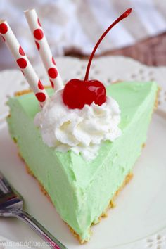 This Shamrock Shake Pie is as easy as it is TOTALLY delicious.    http://www.wineandglue.com/2016/03/shamrock-shake-pie.html