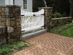 Dry stack stone wall of field stones with white picket gate in McLean, VA - Nice double gate for entrance from driveway (white to match front? Front Gates, Front Yard Fence, Entrance Gates, Front Walkway, Picket Fence Gate, White Picket Fence, Stacked Stone Walls, Driveway Entrance, Farm Entrance