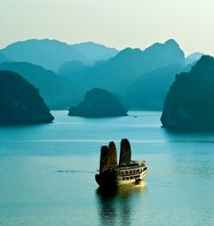 Indochina Sails offers luxury cruise in Halong Bay. Book Halong Bay cruise trip, tours, vacation, travel, junk and overnight Ha Long Bay cruises Vietnam