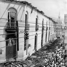 Erik BongueCALI VIEJO - Memoria fotogràfica. 1 h · . Calle 13 con Carrera 4 A la derecha, fuera de cuadro, el Colegio Sta. Librada Fotografía, Nils Bongue, 1957, foro Cali Viejo- memoria fotográfica.