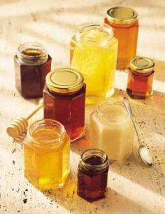 DIY moisturizer: Raw Honey - thoroughly cleanse your skin and remove all makeup. Apply teaspoons of raw honey to face and let sit for minutes. Rinse face off and pat dry. Do this times weekly to have glowing results. Natural Cures, Natural Healing, Herbal Remedies, Health Remedies, Types Of Honey, Diy Moisturizer, Honey Benefits, Health Benefits, Salud Natural