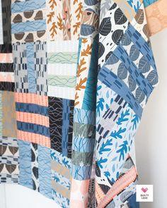 Fat Quarter Dash quilt pattern Quilting Tutorials, Quilting Projects, Sewing Projects, Easy Quilt Patterns, Fabric Patterns, Fat Quarter Projects, Fat Quarter Quilt, Saturated Color, Easy Quilts