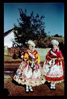 From Doroszló, NHA Néprajzi Múzeum   Online Gyűjtemények - Etnológiai Archívum, Diapozitív-gyűjtemény Steve Mccurry, Folk Costume, Costumes, Hungary, Young Women, Embroidery Patterns, Winnie The Pooh, Harajuku, Women Wear