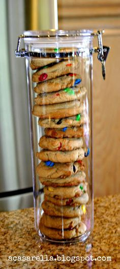 Homemade cookies stacked in a spaghetti canister. Add a fun tag & a bow and you have a great gift. Hostess gift or Christmas gift. Jar Gifts, Food Gifts, Craft Gifts, Holiday Fun, Holiday Gifts, Xmas, Christmas Baskets, Holiday Foods, Wraps