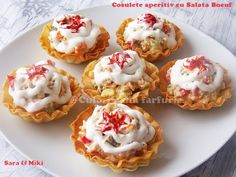 Basket Appetizer with Beef Salad. Filo pastry basket filled with Beef salad [in Romanian] Appetizer Recipes, Dessert Recipes, Appetizers, Beef Recipes, Cooking Recipes, Healthy Recipes, Pastry Basket, Tapas, Filo Pastry