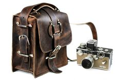 Kirkaldy Leather Camera Bag | Divina DenuevoDivina Denuevo