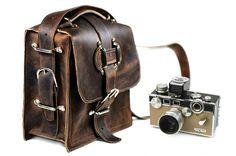 Kirkaldy Leather Camera Bag | Divina DenuevoDivina Denuevo