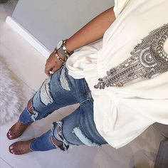 fab look - distressed jeans, white top & statement necklace